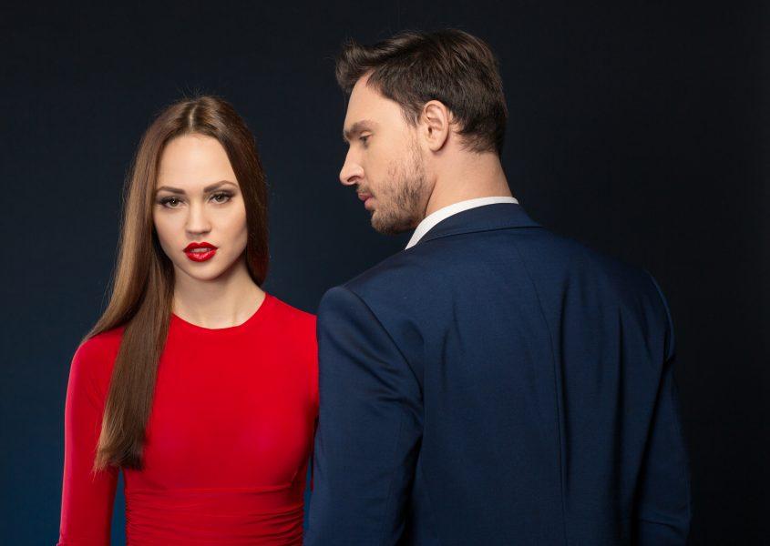 Miesten hiustenleikkaus tai naisten hiustenleikkaus tehohoidolla alk. vain 10€