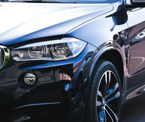 Henkilöauton käsinpesu, kevytvahaus ja sisäpuhdistus alk. vain 29€ (säästä 64%)