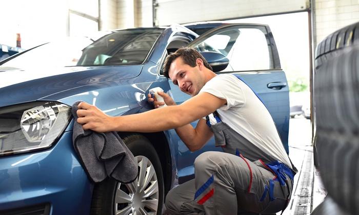 Henkilöauton käsinpesu, kevytvahaus ja sisäpuhdistus vain 28€ (arvo 80€)