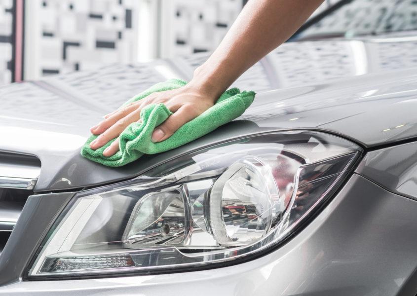 Henkilöauton vahaus, käsinpesu, sisäpuhdistus sekä istuimien ja moottorin pesu 129€ (arvo 435€)