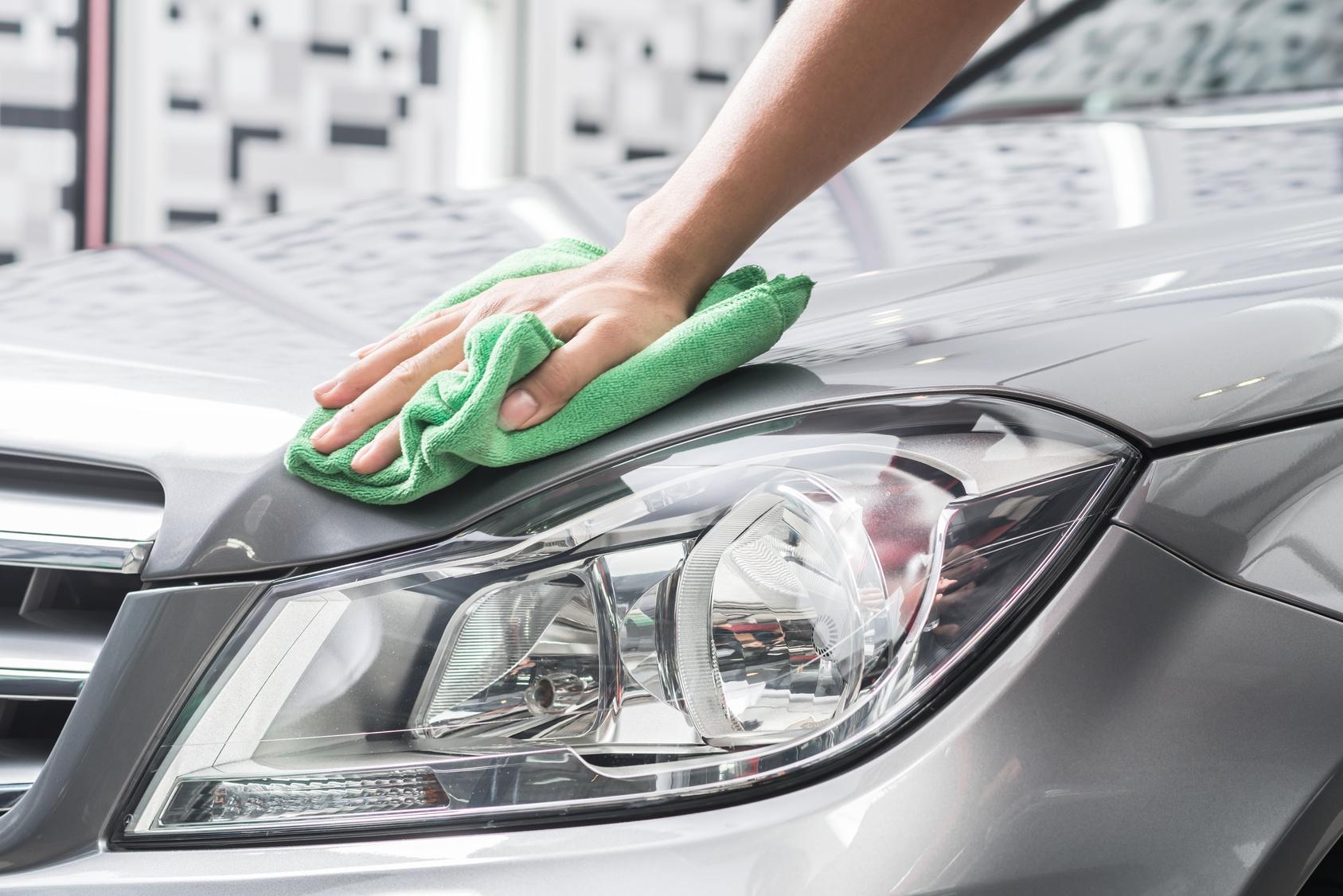Henkilöauton vahaus, käsinpesu, sisäpuhdistus sekä istuimien ja moottorin pesu 119€ (arvo 435€)