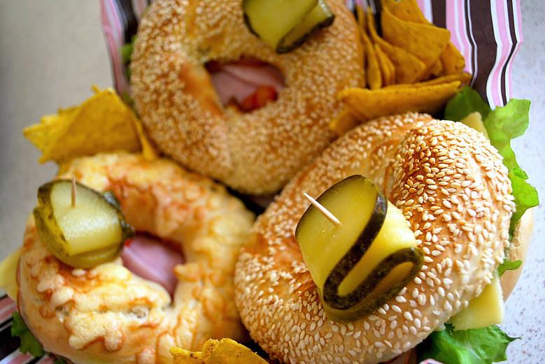 Vapaavalintaiset Sandwich-ateriat, jälkiruoat ja juomat kahdelle tai neljälle alk.vain 19€