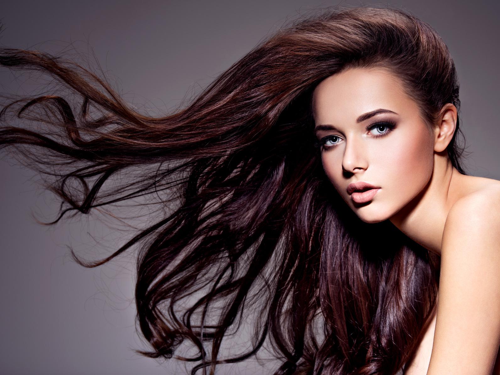 Hiustenpidennykset 159€ tai hiustenleikkaus ja tyvivärjäys tai raidat vain 40€