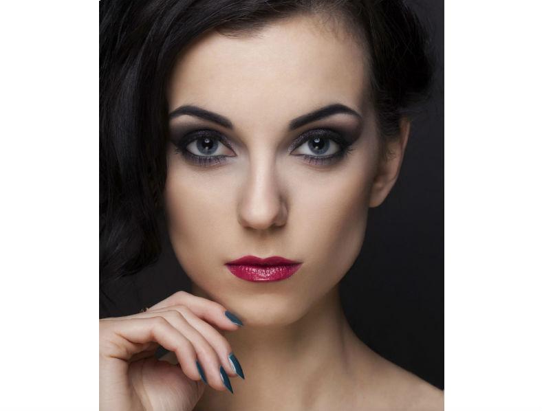 Tunnin henkilökohtainen meikkiopastus yhdelle tai kahdelle alk. vain 18€