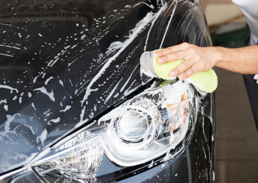 1 tai 2 Henkilöauton kovavahaus, käsinpesu ja sisäpuhdistus alk. vain 45€