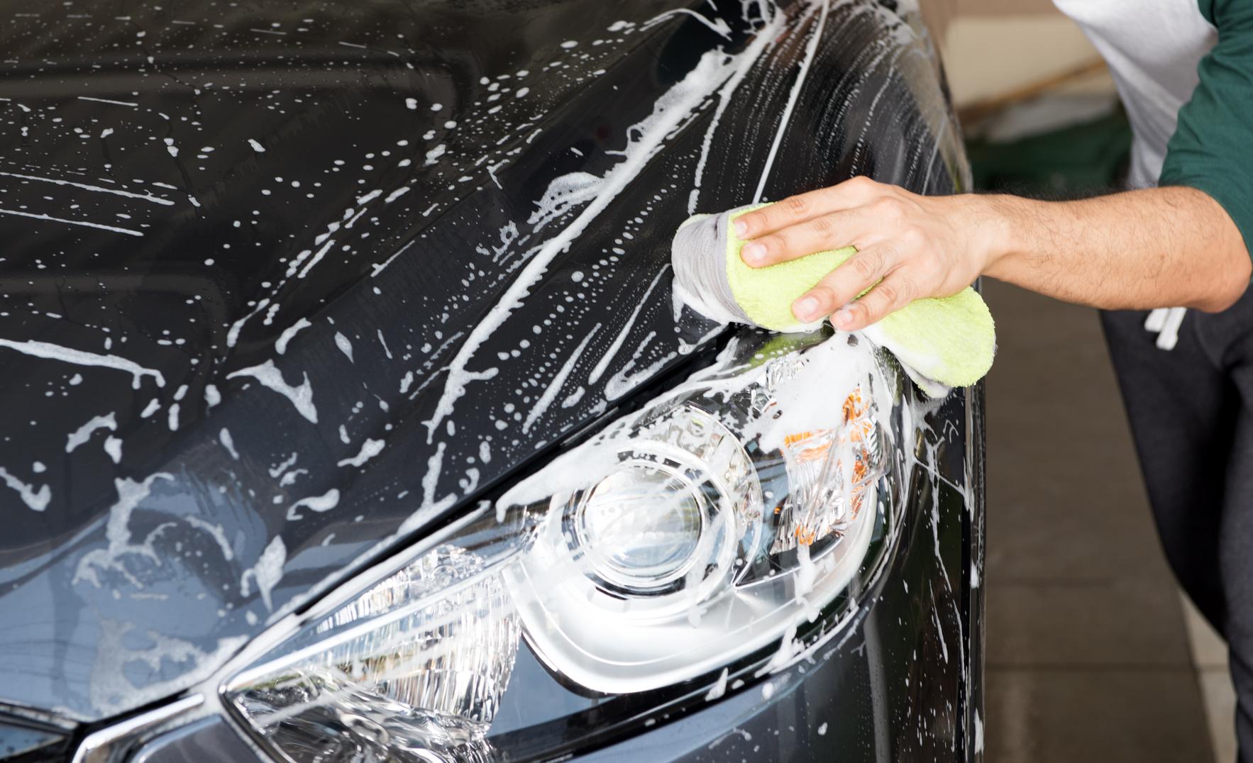 Henkilöauton kovavahaus, käsinpesu ja sisäpuhdistus alk. vain 45€ (säästä jopa 68%)