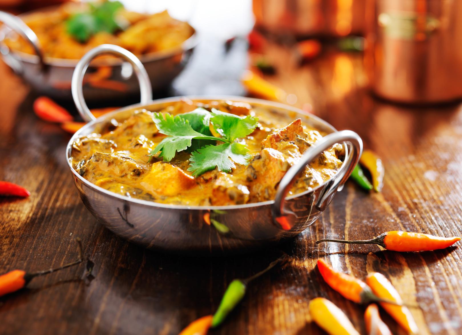 Nepalilaiset kana-, lammas- tai kasvisruoat kahdelle tai neljälle alk. vain 15,90€