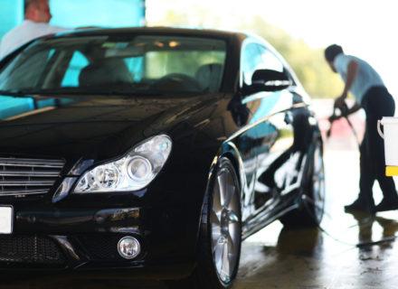 Henkilöauton kattava syväpuhdistus ja hoito 89€ (säästä 69%)