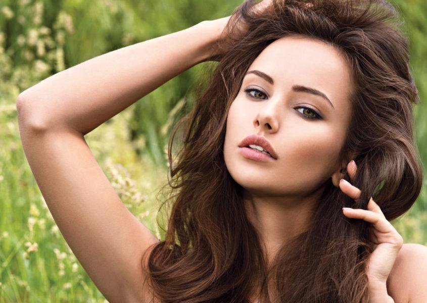 Hiustenleikkaus kuumilla saksilla, tehohoidolla tai värjäyksellä alk. 25€ (arvo jopa 120€)
