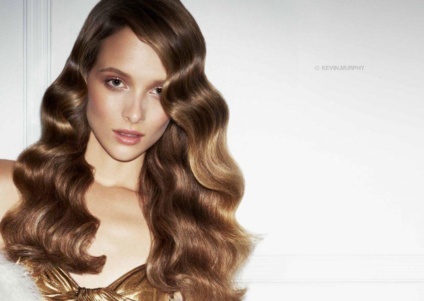 Hiusten yksivärivärjäys ja leikkaus valinnaisella kulmien värjäyksellä ja muotoilulla alk. 45€