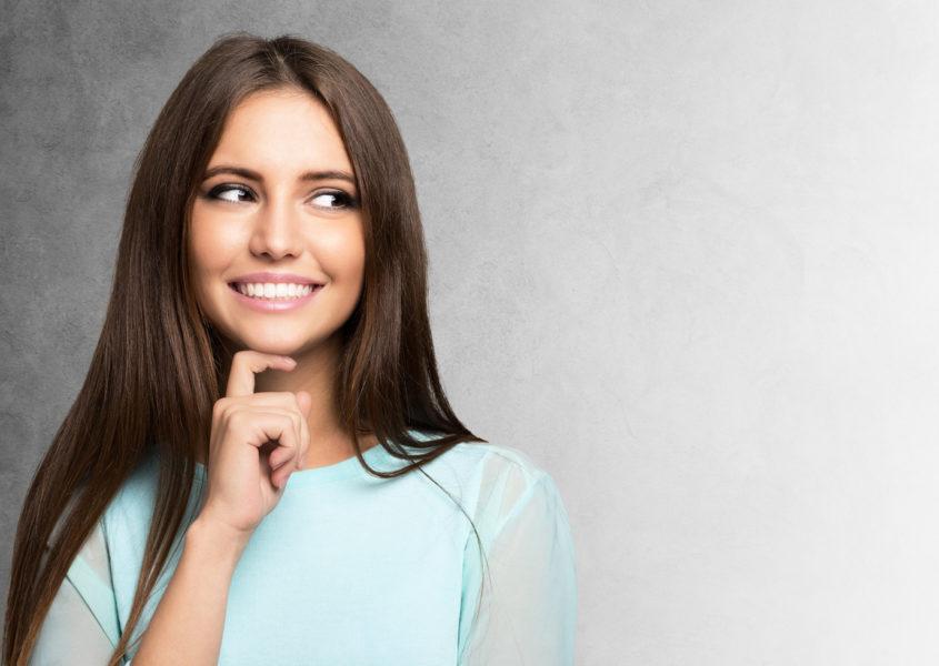 BLACK FRIDAY LISÄALE VAIN TÄNÄÄN! Hiusten yksivärivärjäys ja leikkaus valinnaisella kulmien värjäyksellä ja muotoilulla alk. 35€