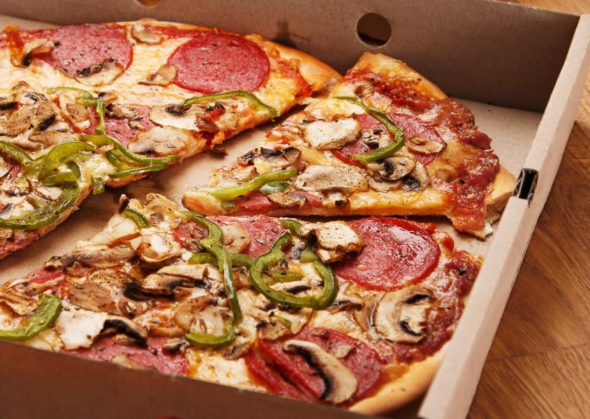 Vapaavalintaiset pizzat ja 1,5 litran limu kahdelle vain 10€ (arvo 22€)