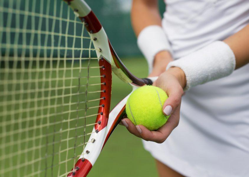 Yksi tennis- tai sulkapallovuoro tai kolmen tunnin tennisvalmennus alk. vain 5€