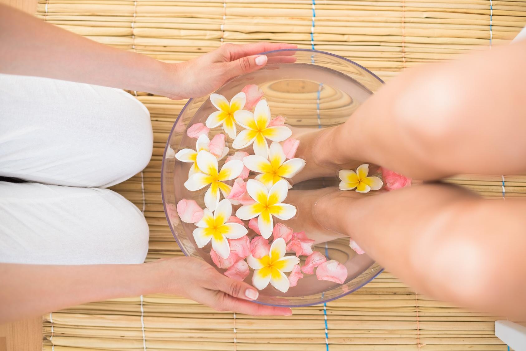 Koko kehoa puhdistava Aqua Detox -jalkahoito yhdelle tai kahdelle hengelle alk. vain 15€