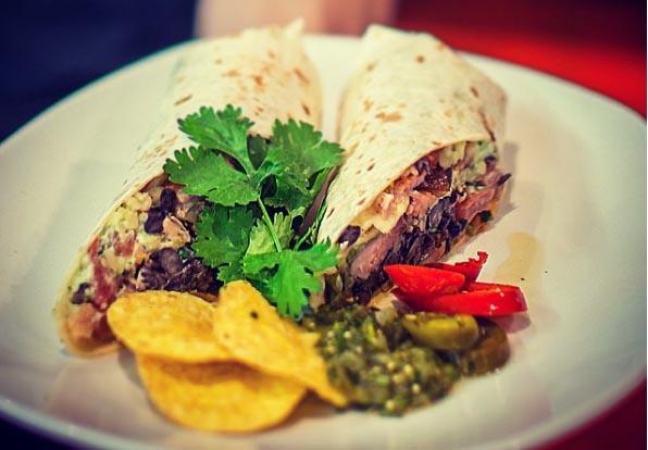 Meksikolaiset annokset yhdelle tai kahdelle Kauppakeskus Sellon 3 Amigos -ravintolassa alk. vain 4,99€ (säästä 49%)