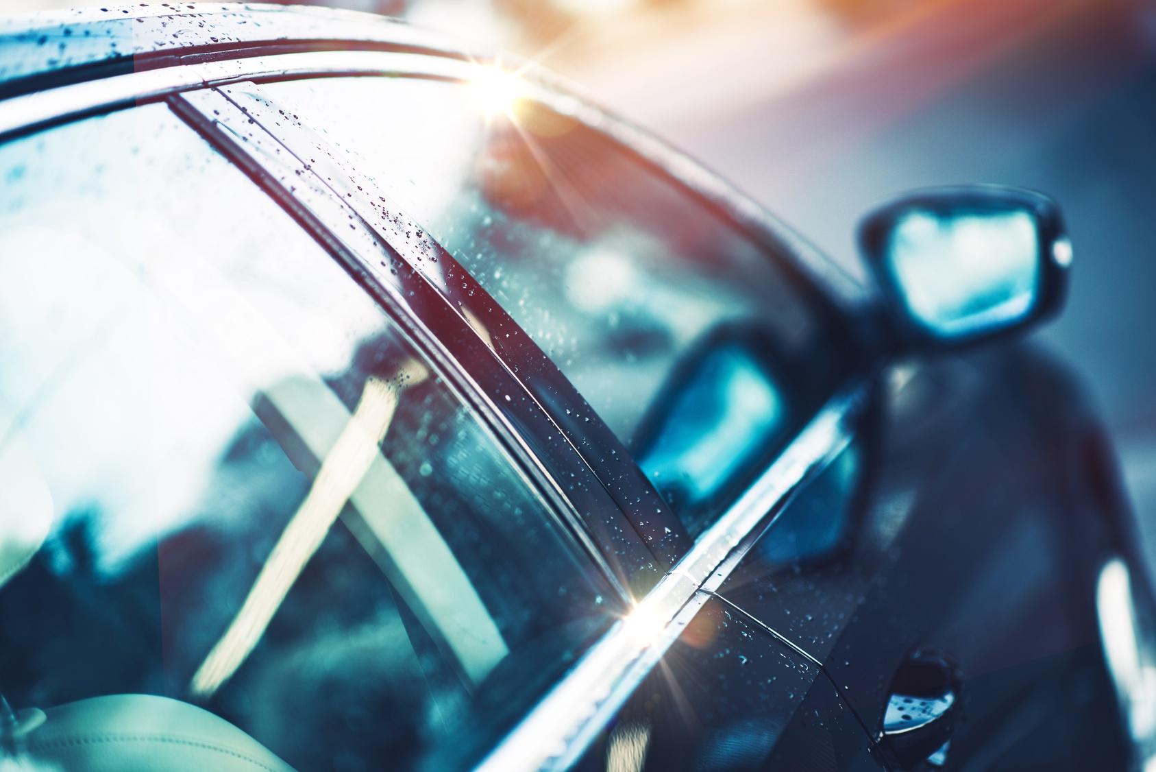 Auton käsinpesu ja kovavahaus sisäpuhdistuksella tai ilman alk. 35€ (säästä 71%)