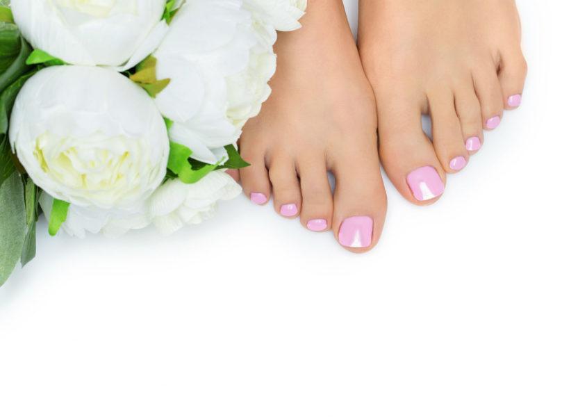 Klassinen jalkahoito ja kynsien lakkaus vain 30€ (arvo 65€)