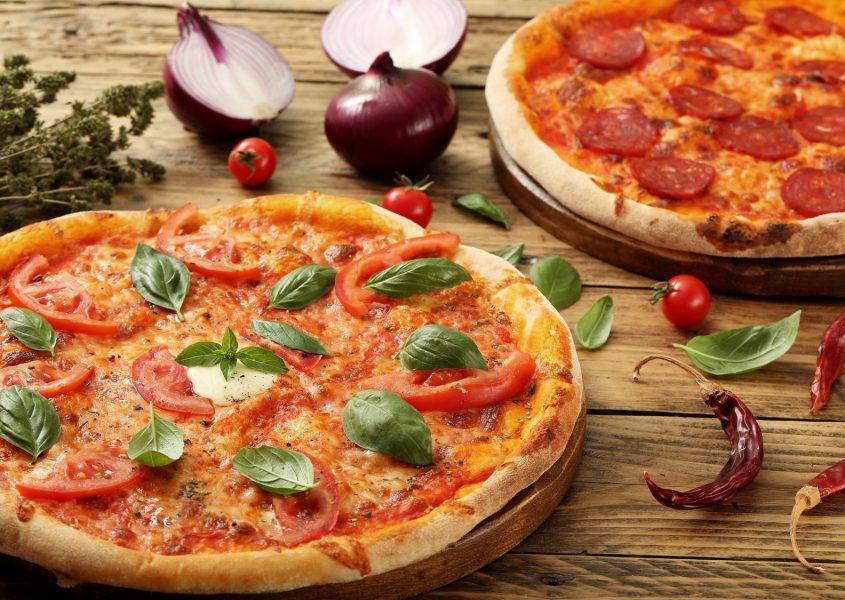 Kaksi vapaavalintaista pizzaa ja limua vain 10€ (arvo 18€)