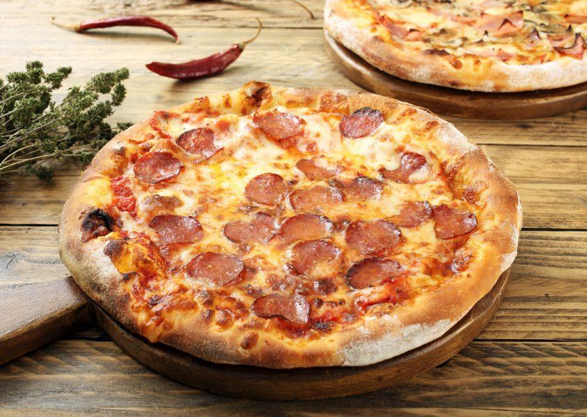 Americano ja Spicy Hot Crispy -pizzat ja 1,5 l limsa 18€ (arvo 23,50€)