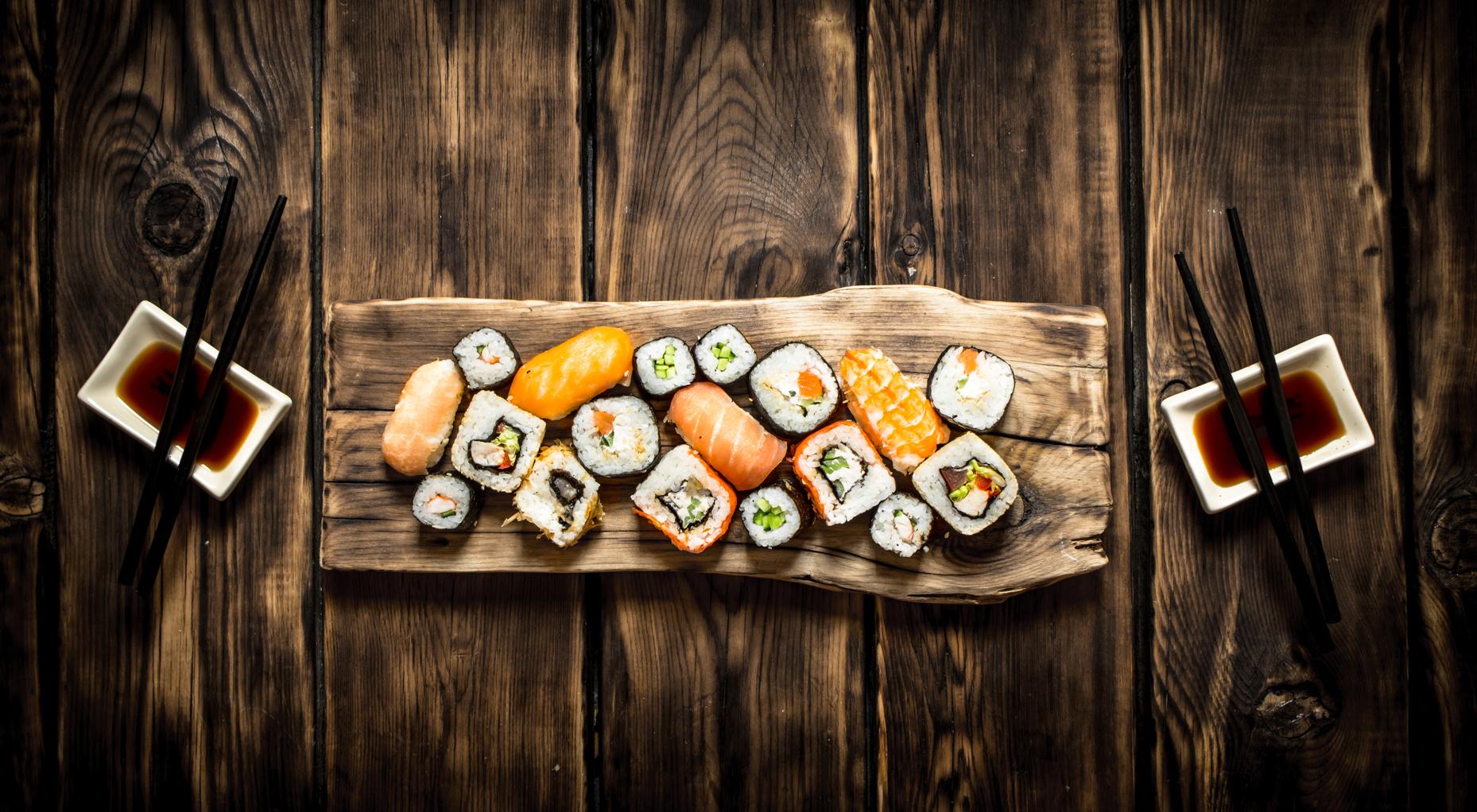 Kahden tai neljän hengen sushilajitelma alk. 19€