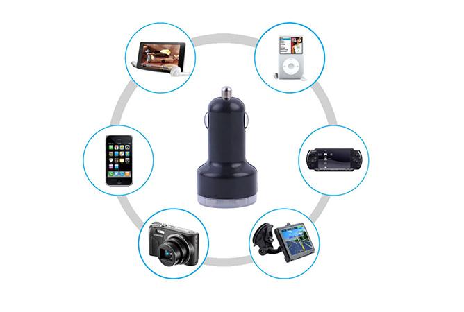 Autoadapteri kahdella USB-portilla 4,90€ (ovh 14,90€)
