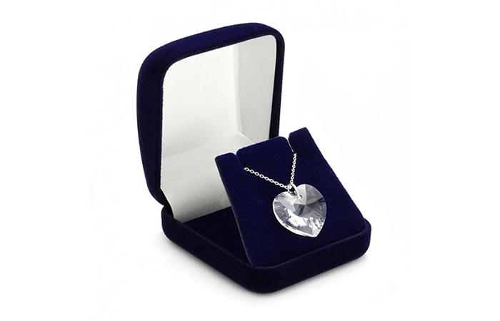 Kaulakoru sydämen, tähden tai renkaan muotoisella Swarovski-kivellä 22,90€ (säästä 75%)