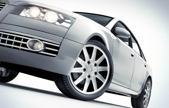 Henkilöauton liuotinpesu, kevytvahaus ja sisäpuhdistus 35€ (säästä 65%)