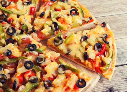 4 täytteen pizza ja hanalimu alk. 6,90€ (säästä jopa 52%)