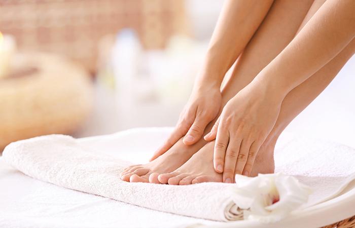Klassinen jalkahoito ja kosteuttava naamio käsille 30€ (säästä 57%)