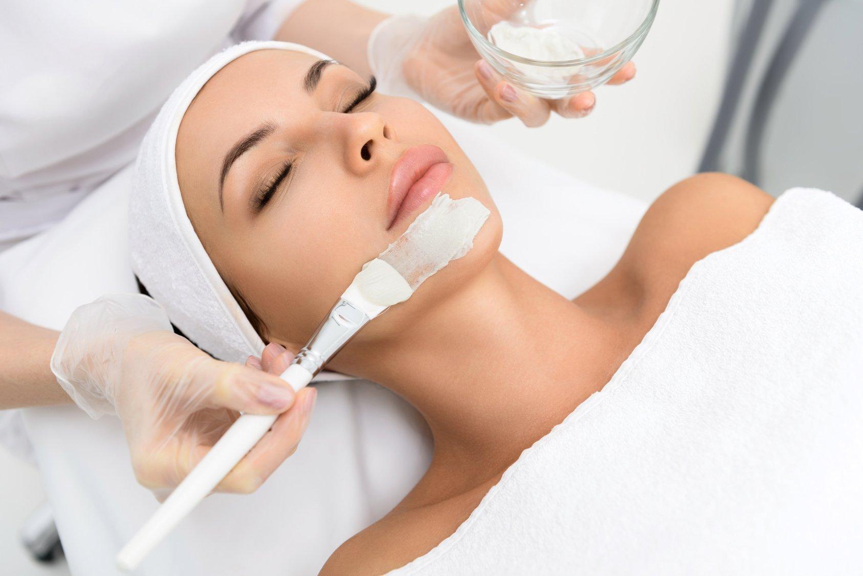 Dermalogica-kasvohoito valinnaisella mekaanisella tai ultraääni-ihonpuhdistuksella alk. vain 35€ (säästä jopa 59%)