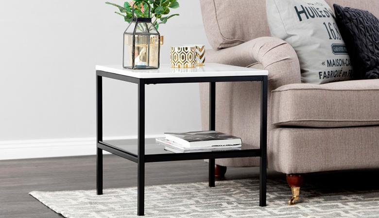 Mustavalkoinen SANDY-sivupöytä marmorilevyllä 239€ (säästä 52%)