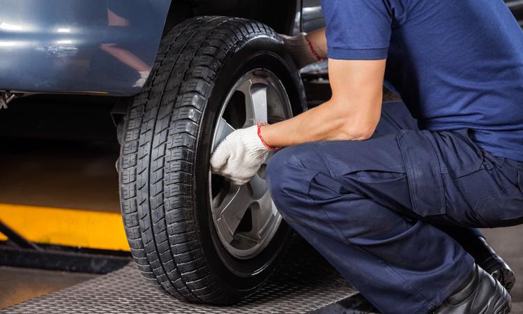 Henkilöauton renkaiden vaihto tai renkaiden vaihto ja käsinpesu alk. 15€ (säästä jopa 55%)