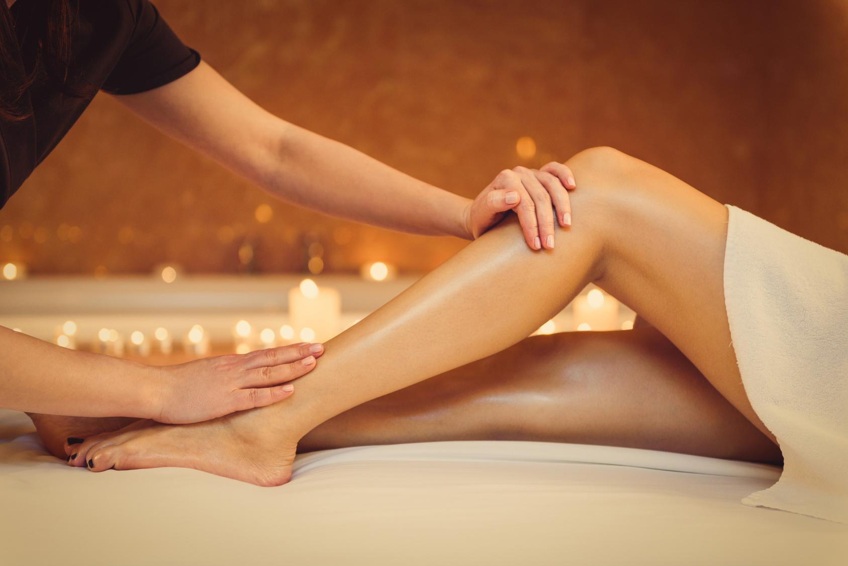 Keväinen jalkojen hemmottelu, sis. jalkahoidon, geelilakkauksen ja säärten sokeroinnin 49€ (säästä 65%)