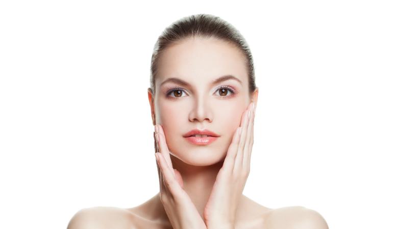 75 min kasvohoito timanttihionnalla tai ultraäänikuorinnalla ja naamio käsille 35€ (säästä 68%)