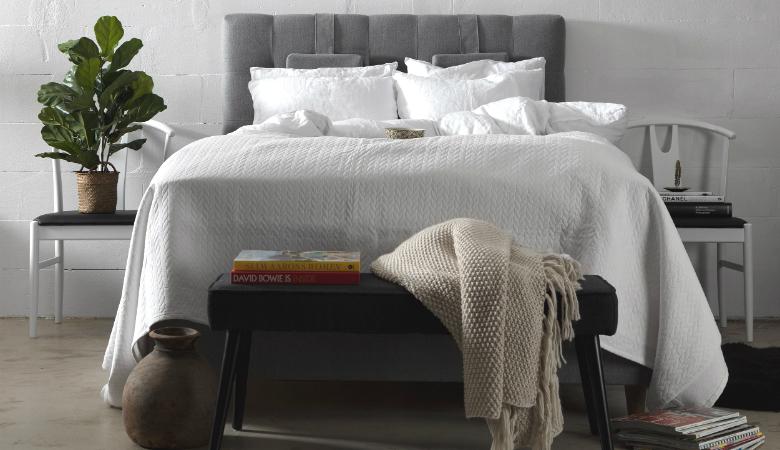 140 cm RITZ-jenkkisänky sängynpäädyllä, 2 värivaihtoehtoa 569€ (säästä 70%)