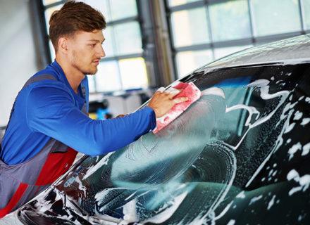 Auton kovavahaus, käsinpesu, sisäpuhdistus ja penkkien pesu alk. 69€ (säästä jopa 61%)