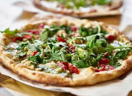 Saaristobaarin lounaspizza ja salaattipöytä alk. 8€ (säästä 50%)