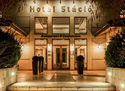 **** Budapest Airport Hotel Stáció – 2-3 yötä ja aamiaiset tai puolihoito kahdelle alk. 149€