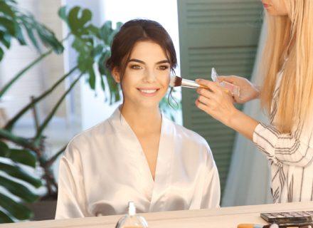 2 tunnin meikkiopastus ja vinkkejä meikkipussin päivitykseen yhdelle tai kahdelle alk. 18€ (säästä jopa 79%)