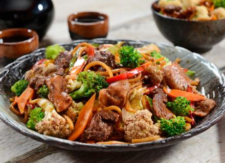 Sunny Bay – 2 ruokalajin kiinalainen menu kahdelle tai kolmelle alk. 28€ (säästä 61%)